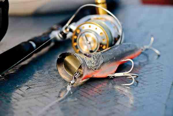 En klassisk popper til GT fiskeri er selvsagt monteret med XXX kroge.