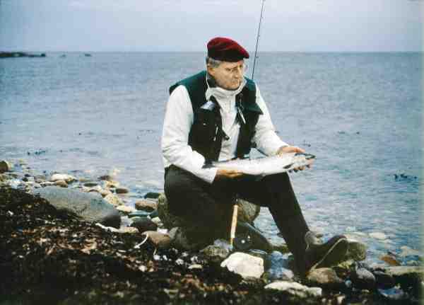 Kurt med en fin kystørred taget i 1992 i forbindelse med et interview til Fisk & Fri af Steen Larsen i anledning af 2. udgaven af Havørred – Havørred!.