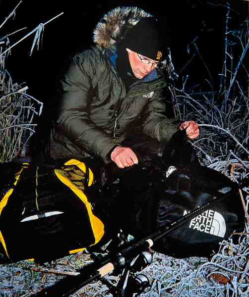Dunparkaer med kraftigt yderstof er perfekte til mange former for fiskeri fra land i vinterhalvåret. Mc Murdo Parka, The North Face. www.friluftsland.dk.