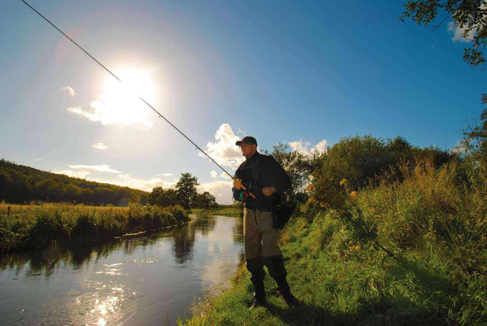 Switche stang til fluefiskeri i åen