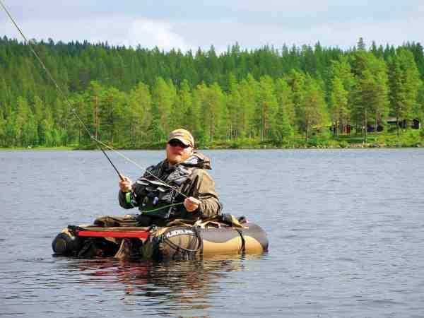 Mange steder kan en flydering være en stor fordel – når fiskene ringer liiiige uden for kastevidde.