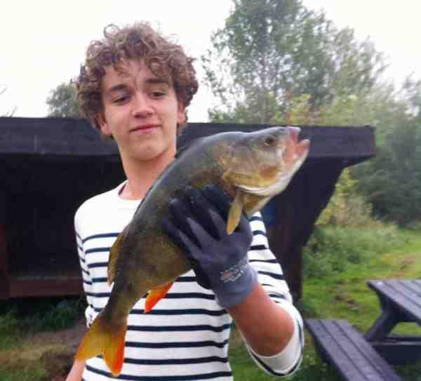 Magnus med sin flotte fangst.