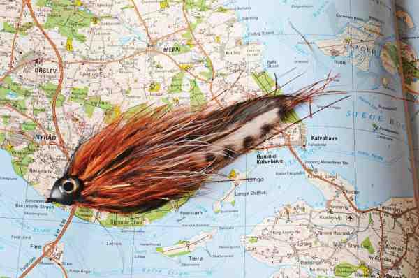 Blackmouth Kutling er et godt bud på en geddeflue der imiterer den sortmundede kutling. Den er bundet på et mønster der har vist sig særdeles effektivt til gedder. Pro SoftHead, marabou, flash og et par zonkerhaler. Her i farvenuancer der minder om kutlingens.
