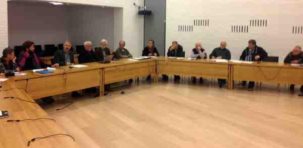 Medlemmerne i Grønt Råd diskuterer ivrigt potentialet i Fishing Zealand efter præsentationen.