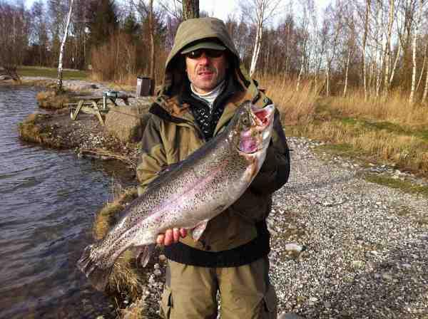 Claus Popovic med sin fine fangst på 6,24 kilo.