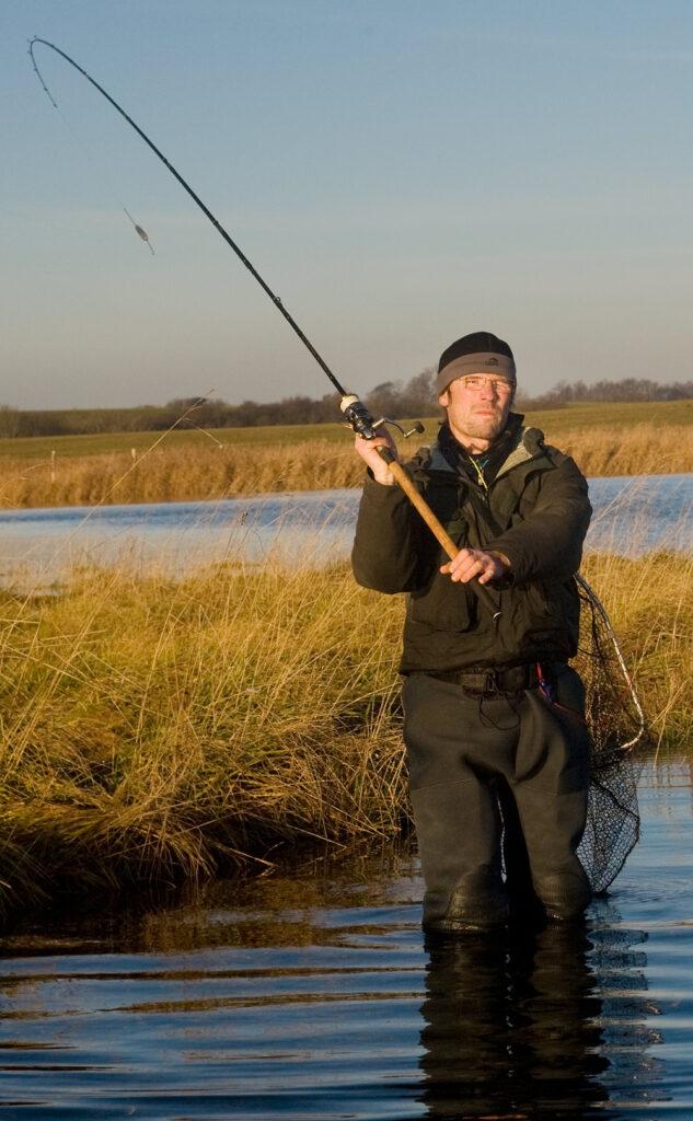 Kastefiskeri med bombarda er en effektiv måde at fiske sin flue på.