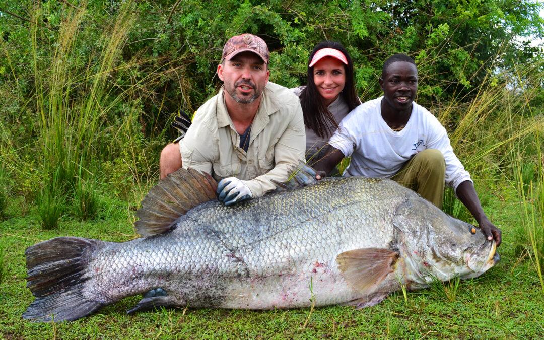 Jan Soroka med nilaborre fra Nilen i Uganda