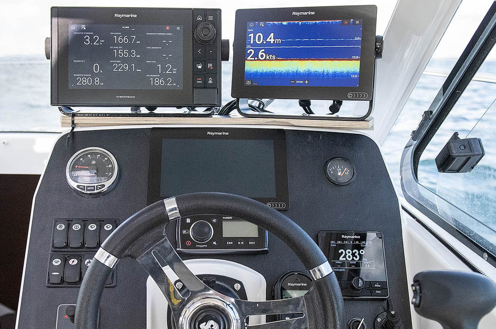 Evolution-150raymarine-i-intrumentpanel