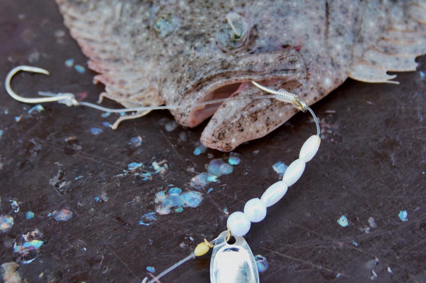 Et af Nikolajs favorittakler til pighvarrerne, har perler og et lille spinnerblad foran krogen.
