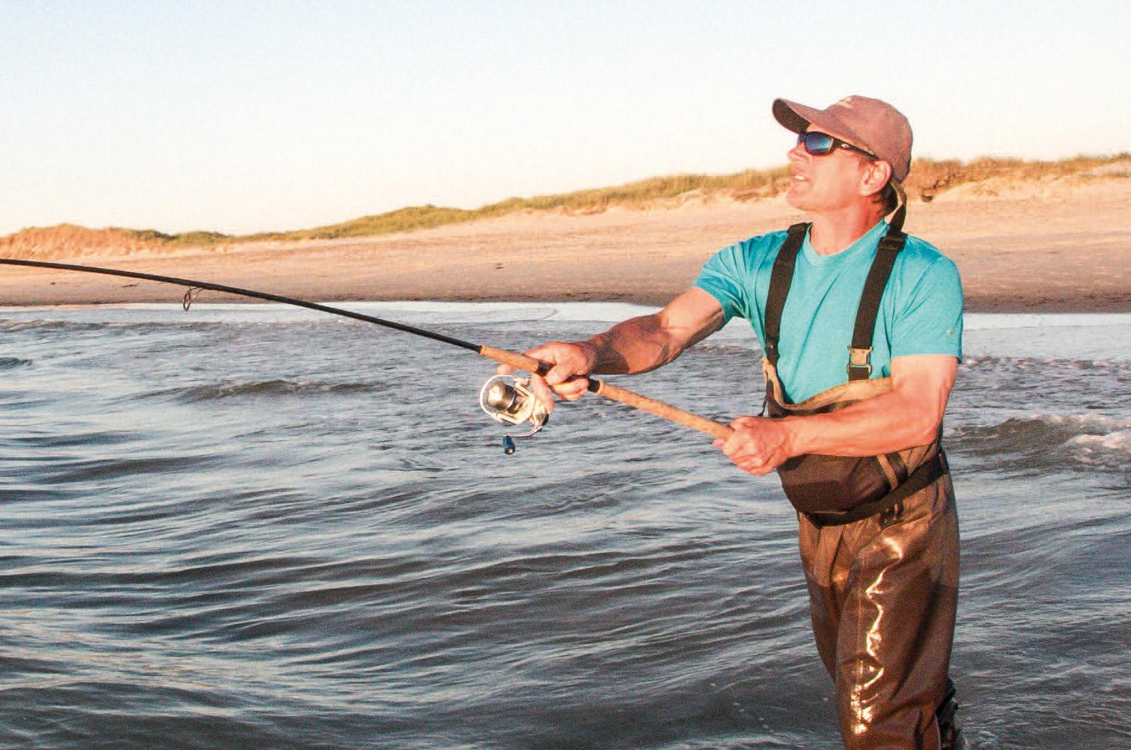 Lange kast med afpasset grej giver flere kontakter fra kysten. Vær ikke tilbageholdende med kastevægten for at nå lidt længere ud.