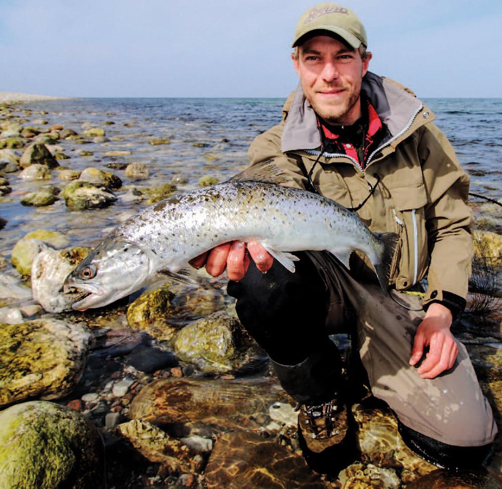 Henrik Reiter med en fin havørred fra Nøddebohuse – et af Nordsjællands utallige havørred hot-spots.