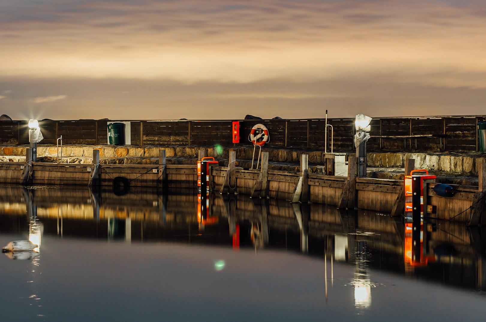 Med TrygFondens nye redningsstige bliver det let at komme op, hvis du falder i havnen - selv i mørke.
