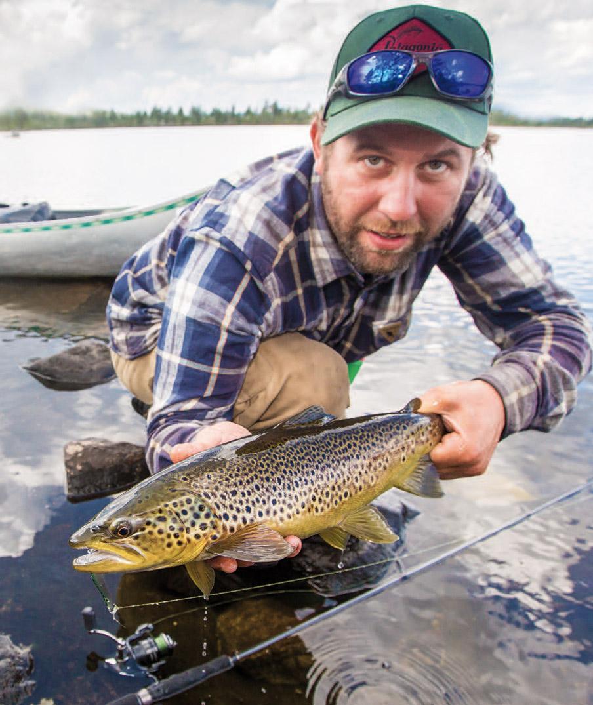 Det bedste ørredfiskeri oplever man oftest i de mørkere timer, men sommeren på fjeldet er kort, og man kan støde på godt fiskeri i alle døgnets timer.