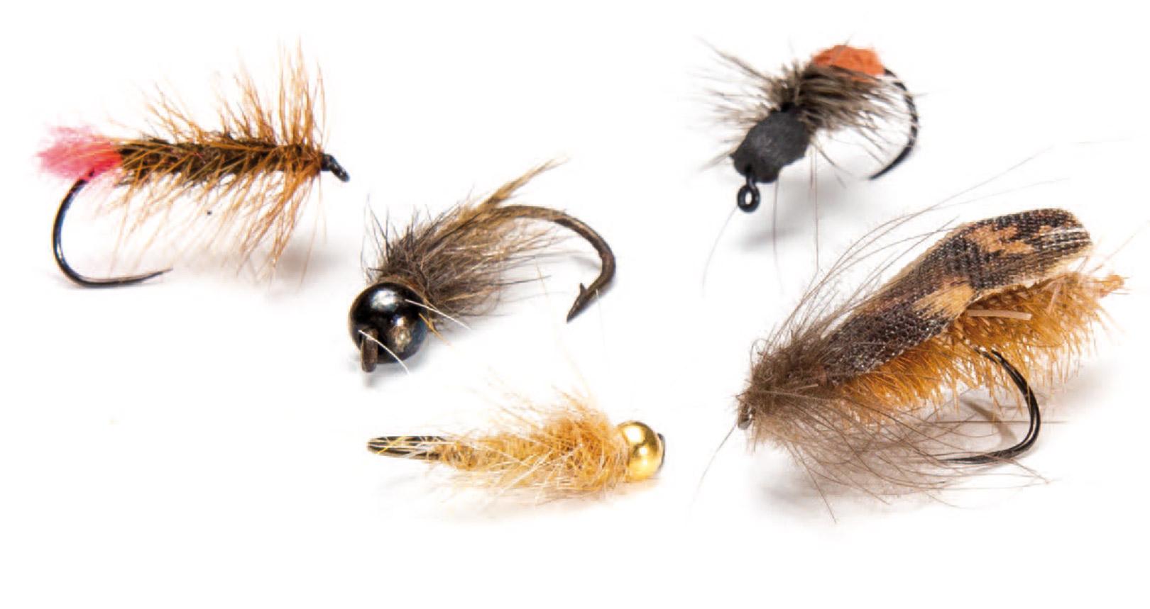 Et udvalg af velfangende fluer til området. Stallingerne er sjældent selektive, men ørrederne vil gerne have noget, der ligner, hvis de skal stige til tørt. Med et udvalg af »tørre« vårfluer, lidt flyvemyrer samt nogle nymfer og streamers i forskellige størrelser, er du godt dækket ind.