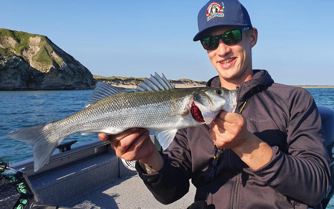 Jens Fisker med en flot havbars fra Vestkysten