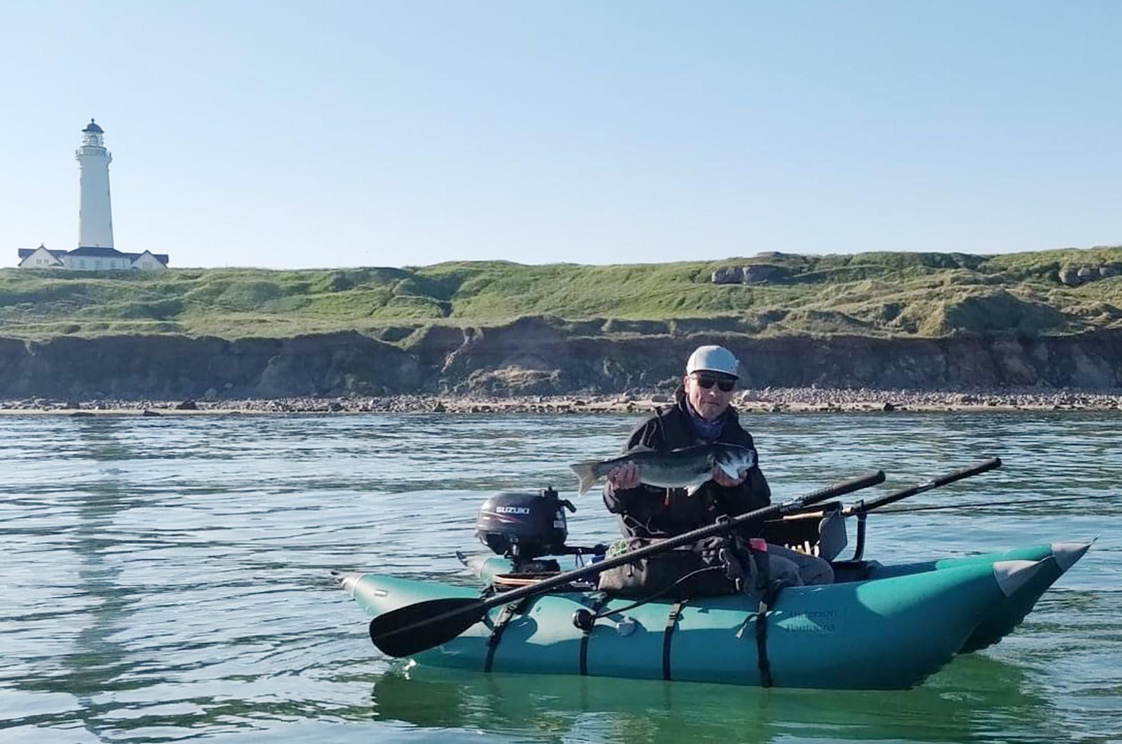 Jesper Nørgaard med en af sine mange flotte havbars taget fra pontonbåden.