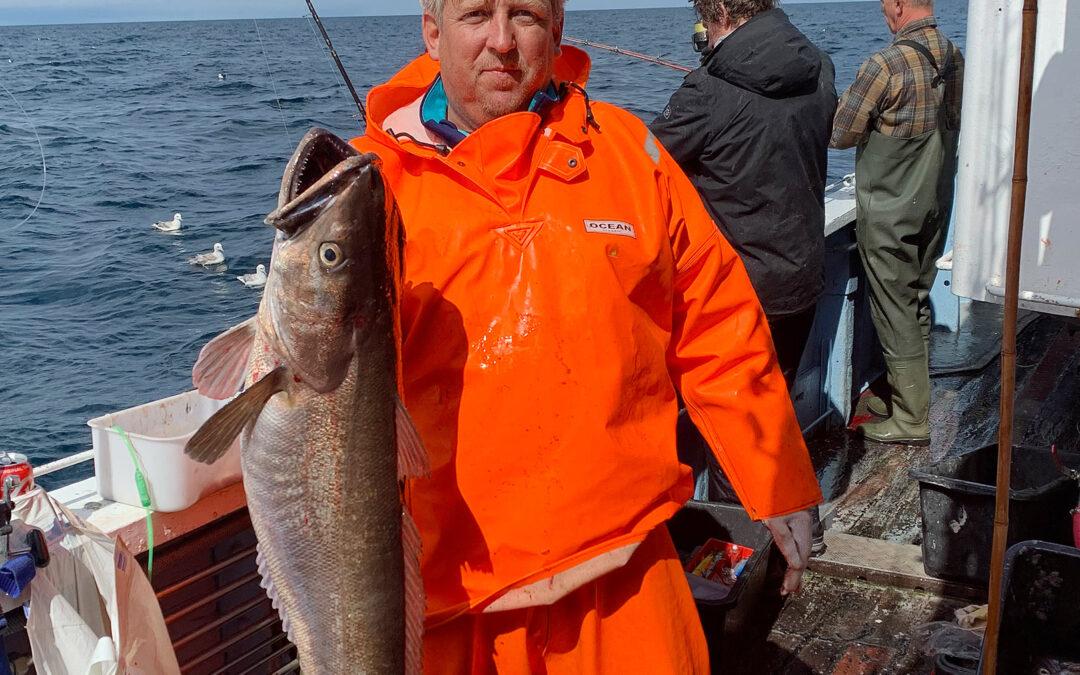 Søren Arnvig Andersen med sin potentielle Kulmule rekord på 13,4 kilo taget vra MS Bodil