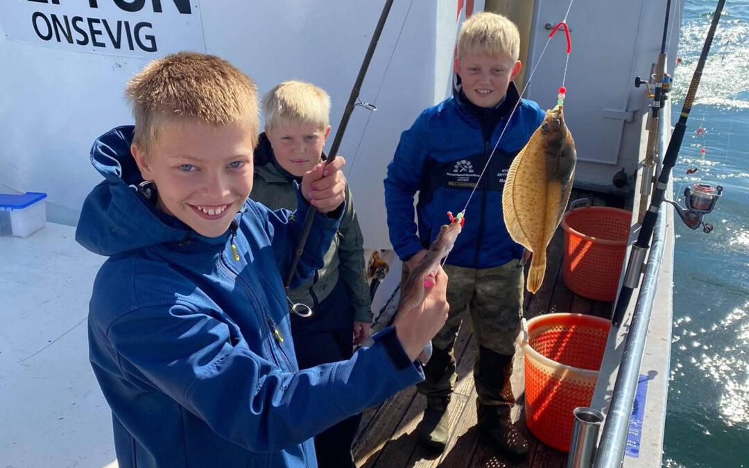 På havtur med happy fishing