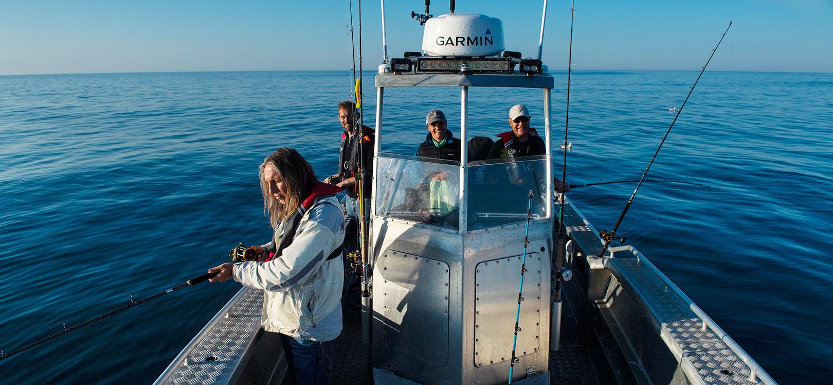 Ombord på Sally er der god plads til at seks man kan fiske komfortabelt uden at gå i vejen for hinanden.