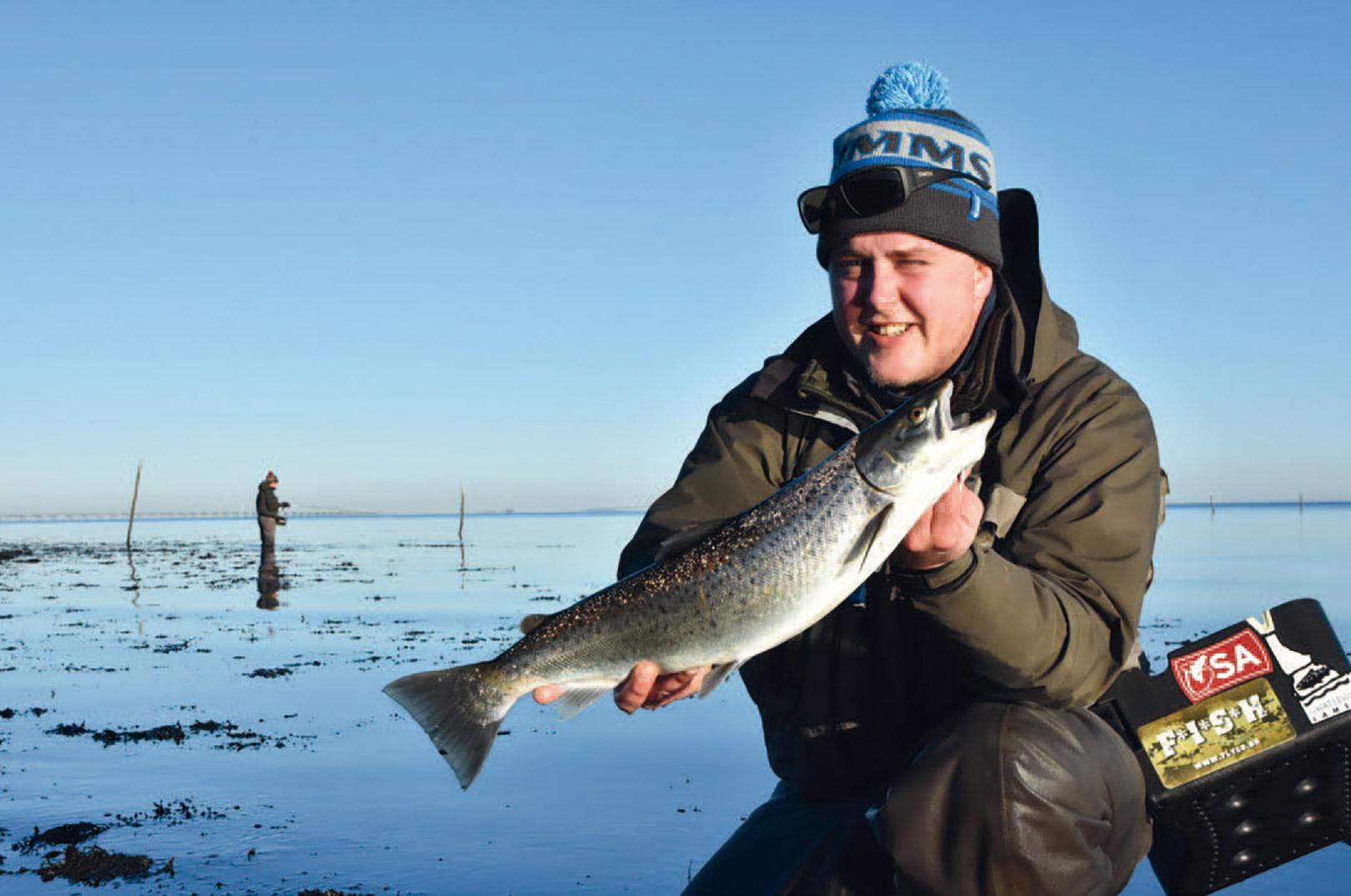 Her har Mathias fundet en super lækker blankfisk. Ofte er der netop på Østkystens pladser chance for at finde flotte overspringere fra efteråret og frem gennem hele vinteren igennem.