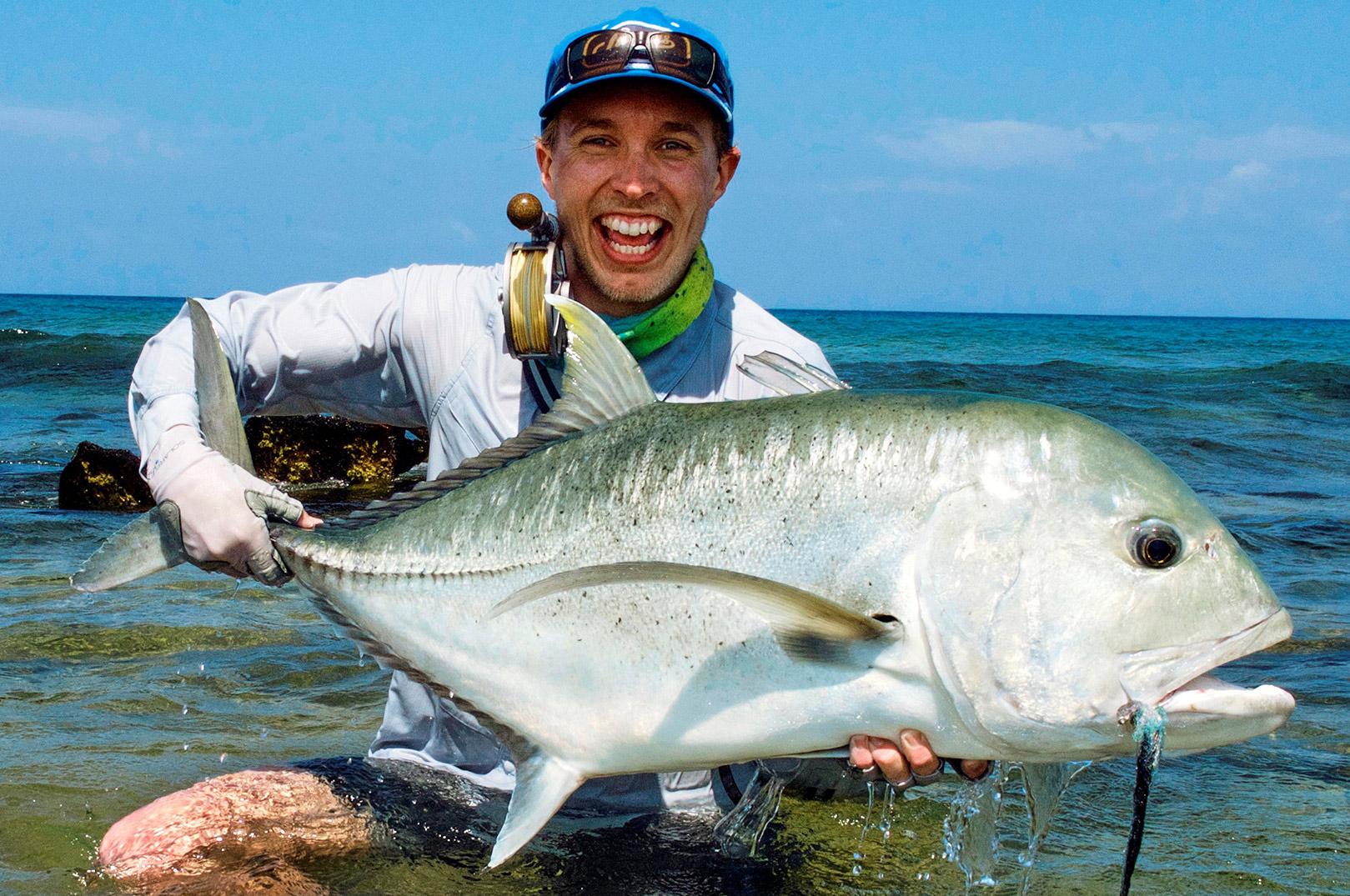 Andreas Peter Rasmussen som vi kender ham bedst - med en stor fisk i hænderne.