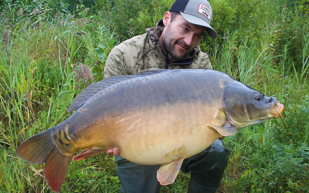 Martin Olsen med en flot 13 kilos spejlkarpe