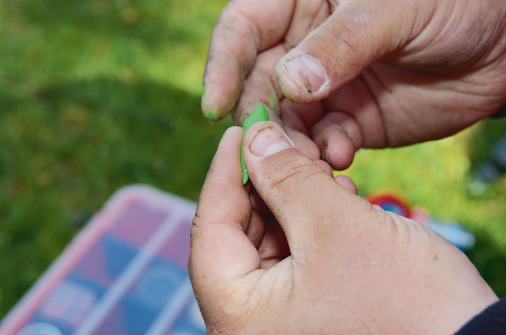 Det ligner magi, men med en lille smule øvelse kan man hurtigt lære at forme sin bait, så den bliver dødelig effektiv.