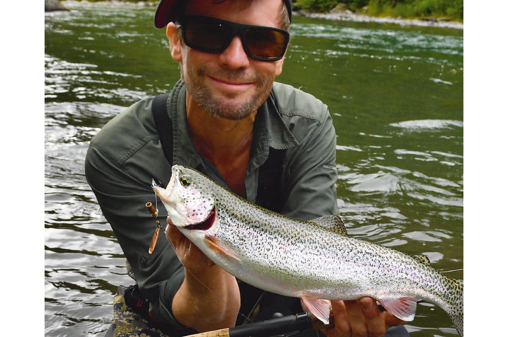 Jens med en fin lille vild regnbue fra Alaskas vildmark
