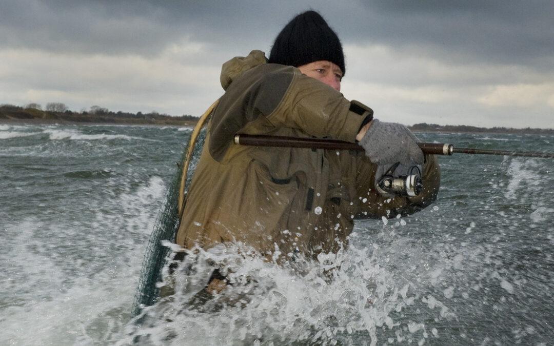 Nå¨r du fisker i vinterhalvåret er det vigtigt at vælge de rette sokker, så man kan holde fødder og tæer varme.