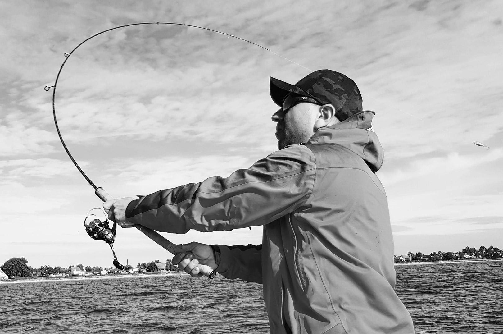 Kastefiskeri efter havørred fra båd kan være super effektivt, blandt andet fordi det er let at skifte plads eller afsøge større områder for fisk.