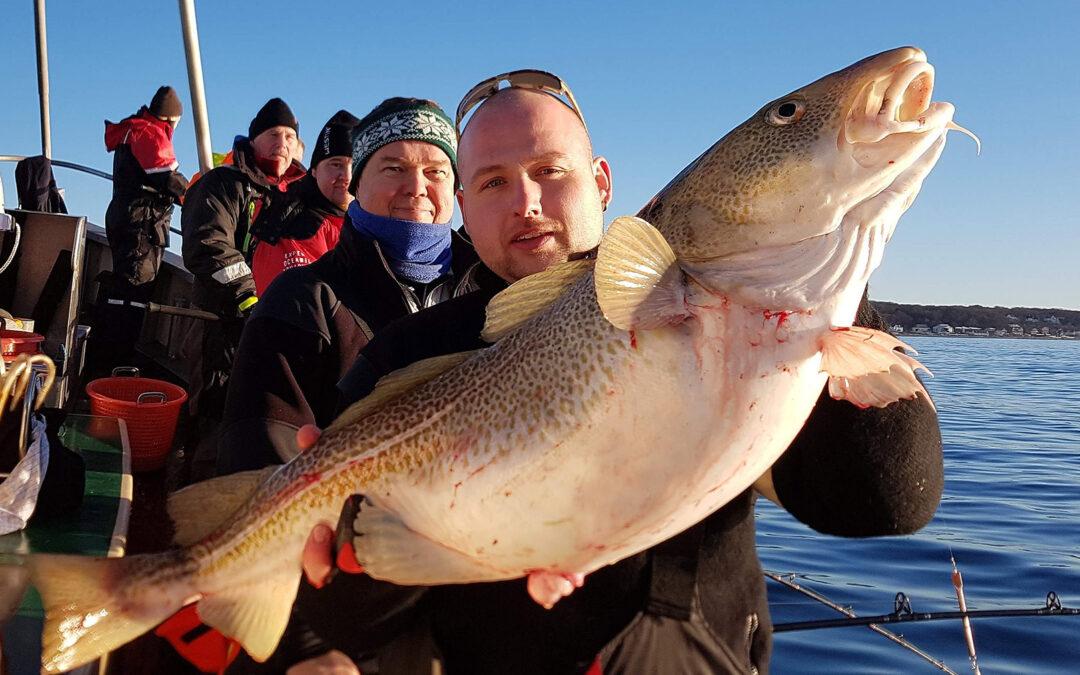 Henrik Jørgens m,ed en flot 12,7 kilos torsk taget på Øresund