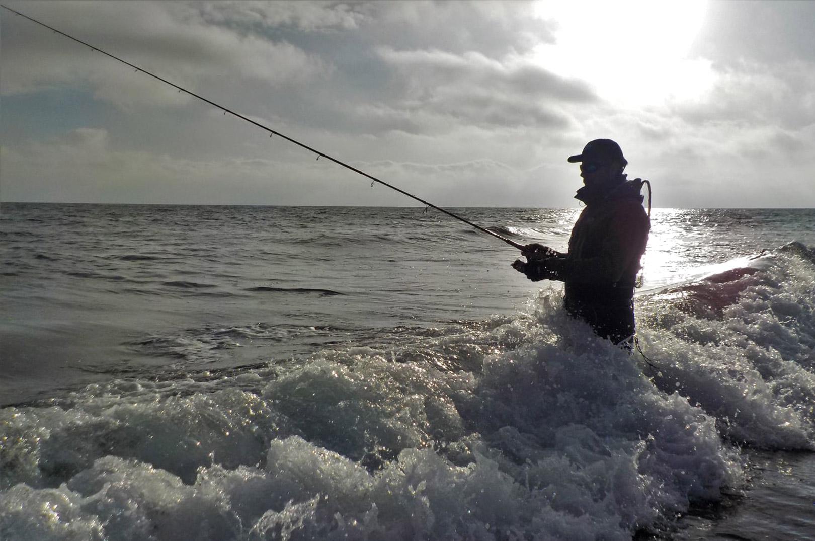 Det er nok ikke sidste gang Rasmu´s kammerat Morten er med på kysten efter havørred.
