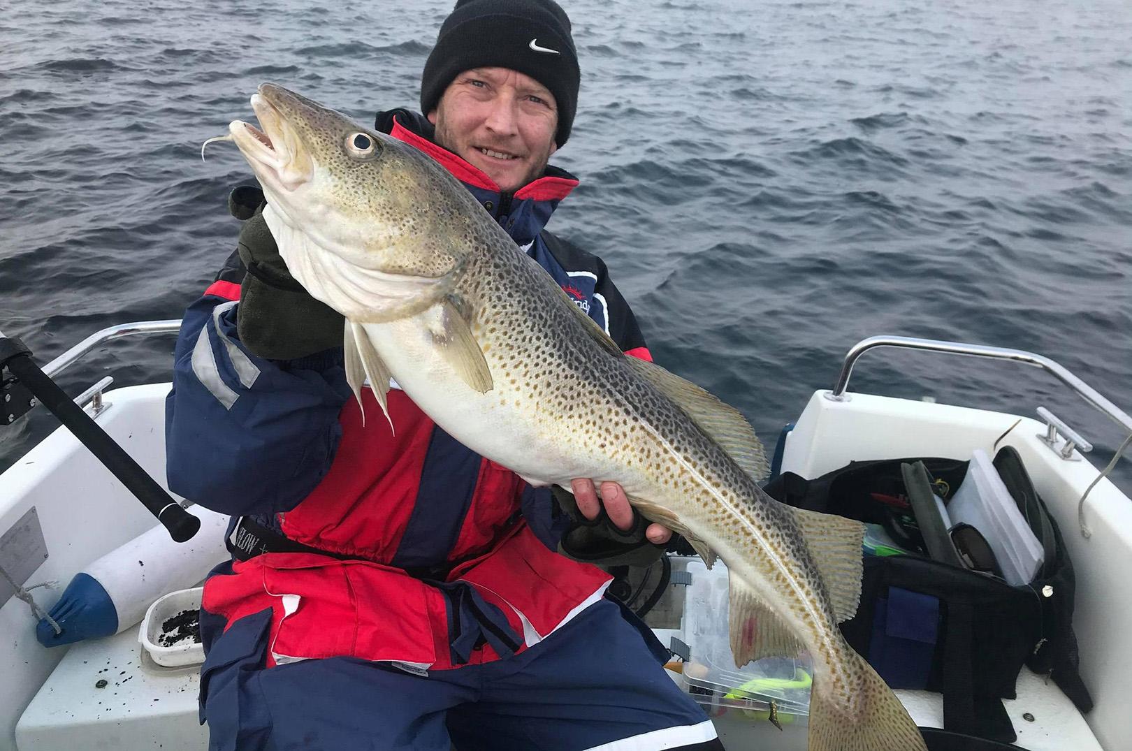 Johnni med sin flotte torsk på næsten syv kilo taget på spin i Øresund