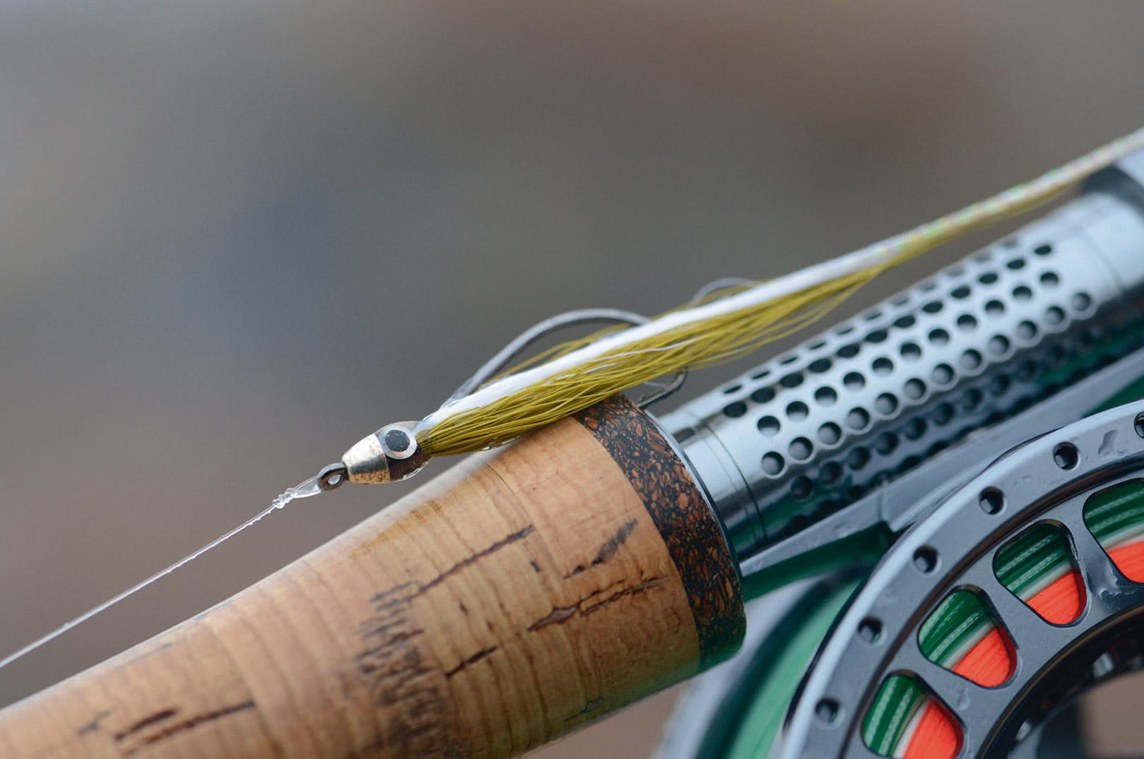 Alle kysteksperterne foretrækker letoprørt vand og lidt bølgegang, og her kan belastede fluer såsom jiggy være en fordel. De kan nemlig fiskes nede under den værste bølgegang og turbulens.