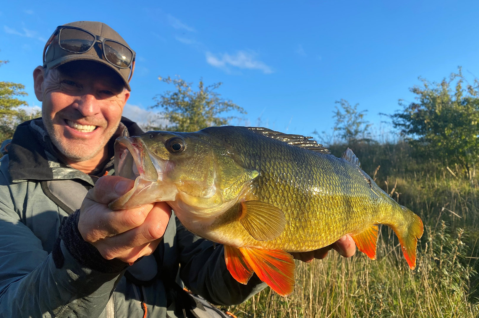 Mads med den største af de aborrer han vejede på 2060 gram. De fleste fisk blev blot målt, for ikke at skade fiskene unødigt.