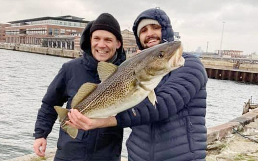 Sebastian Meyer med en flot torsk fra Københavns Havn