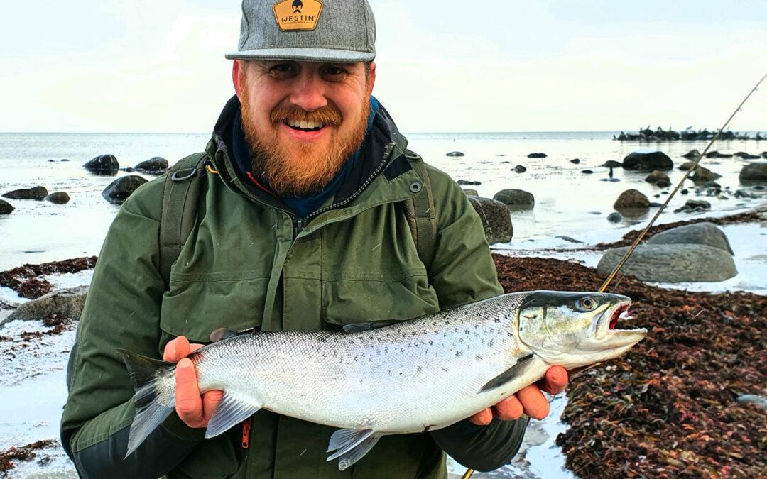 Martin Milinge Floutrup med sin fine havørred fra Sjællands nordkyst.