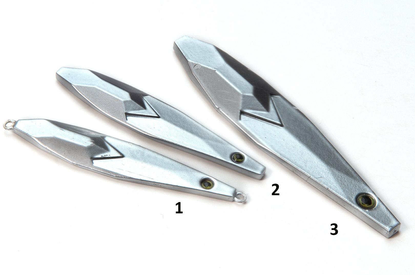 Tungstensblinket Diamond Sprat på 28 gram (1) kastede 50 % længere end zinc versionen af samme design (2) og 20 % længere end Salty Sprat på 28 gram af samme design og form .