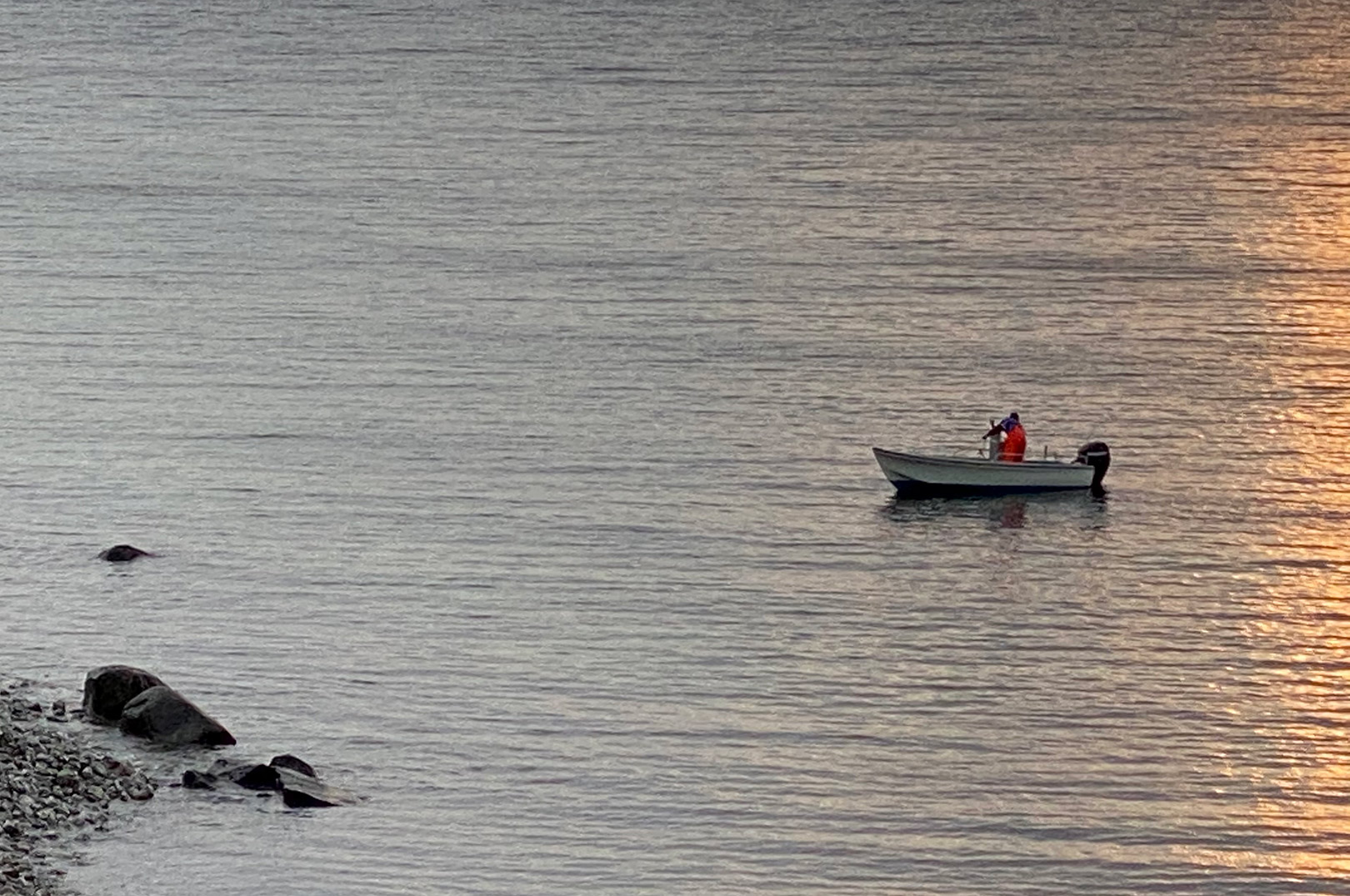 Det var da denne fritidsfisker blev anmeldt for at sætte ulovlige garn ved Stevns, at en fiskerikontrollør meldte ud at Fiskeristyrelsen pt havde stoppet for kontrol med det rekreative fiskeri.