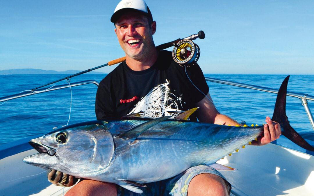 90lb blåfinnet tun lyder måske ikke af meget, men på flue er det en ekstrem fisk at lande! Fisken, som Marc sidder med her tog fem kvarter at lande og krævede både blod og sved og til tider næsten tårer.