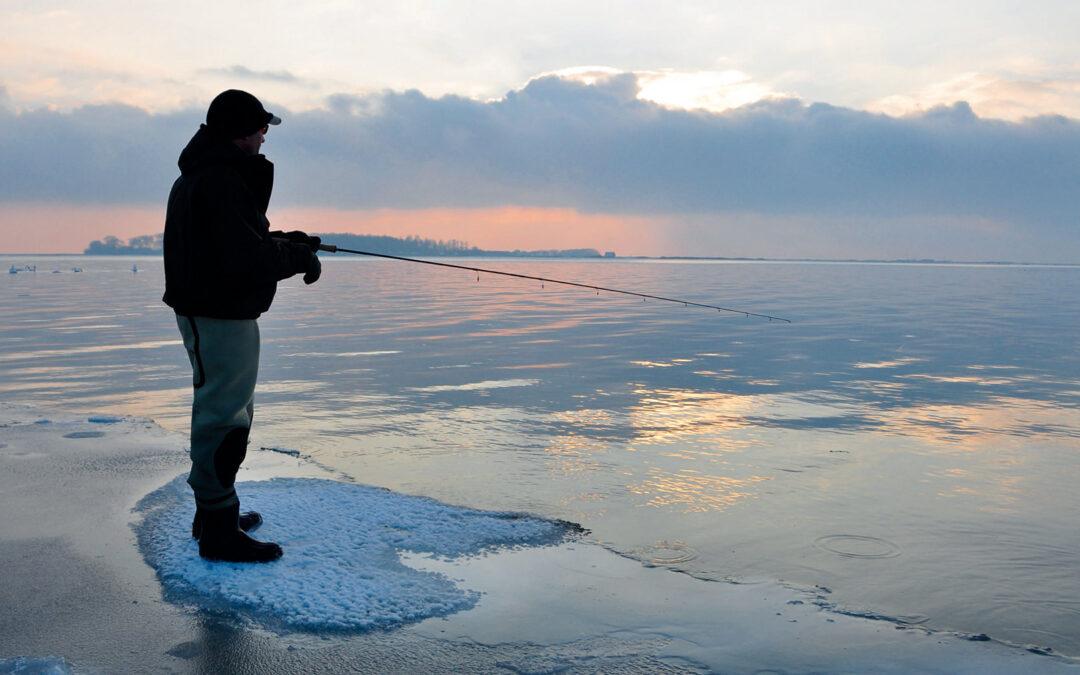 Vinterfiskeriet efter havørreder kan være svært, og når kulden for alvor sætter ind, kan det blive rigtigt svært! Det sværeste er dog nok at forlade sofaen og komme ud. Overvinder man bekvemmeligheden, venter der store oplevelser derude.