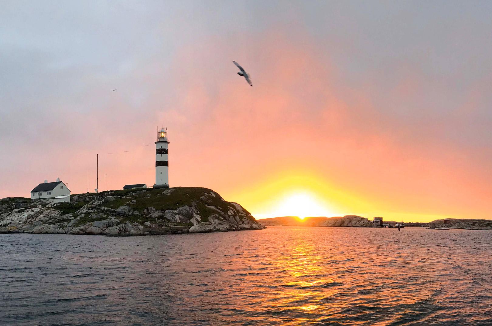 Solopgang over havet i Norge