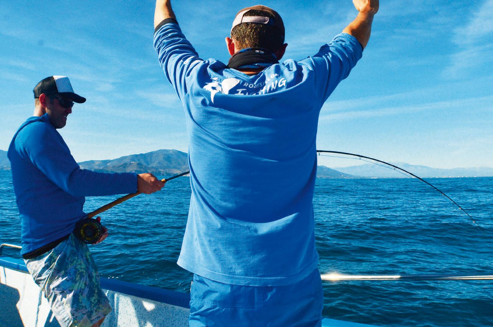 At lande en af disse fisk kræver teamwork, og hvis båden ikke ligger rigtigt i forhold til stimen, kommer kastet og fluen heller aldrig til det, hvorved din chance for en flexet stang og et skrigende hjul forbliver uden for rækkevide.