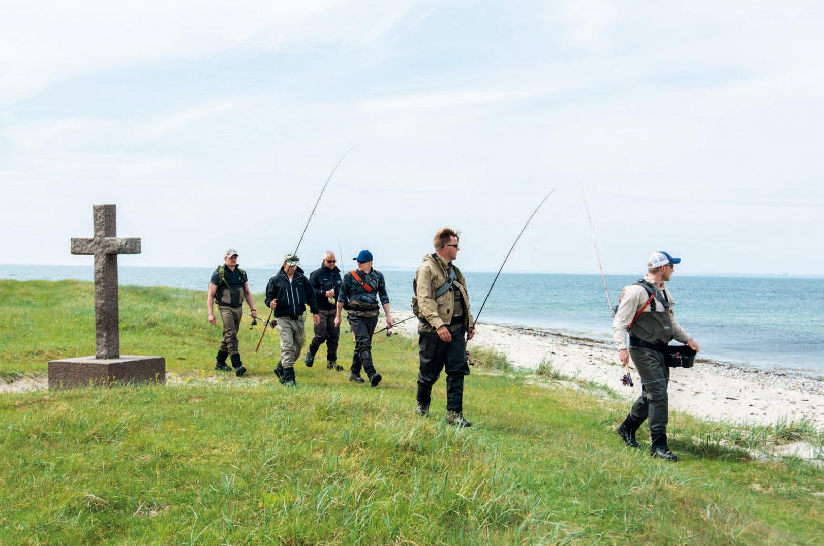 Korset er en kendt fiskeplads på Torø. Her kan du tydeligt se de mørke områder, hvor havørreden gemmer sig.