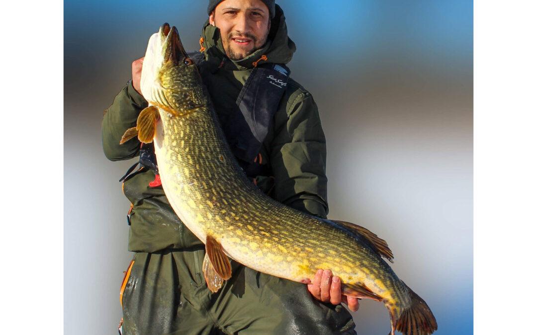 Thomas Holm med sin flotte isgedde på 12,7 kilo