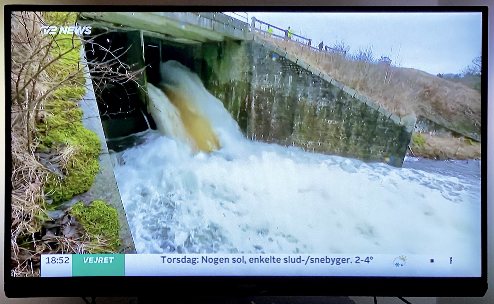 Forårets vandmasser gjorde det nødvendigt at åbne for nødslusen til Tangeværket. Eller risikerede man et dæmningsbrud.