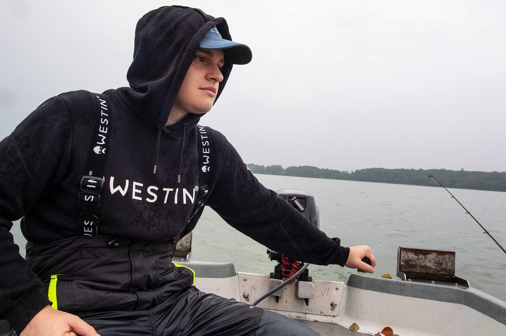 Rasmus Christensen er i sit rette element på de store søer - og når de drejer sig om sandart er det de færreste danske predatorfiskere, der når ham til sokkeholderne.