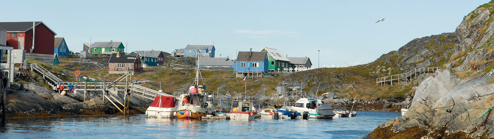 Fiskeidyl i en lille Grønlandsk bygd, hvor de blandet andet fanger laks.