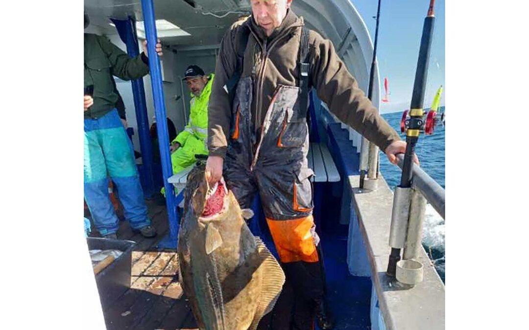 Tonny Hansen med sin 26 kilos helleflynder fra Det Gule Rev