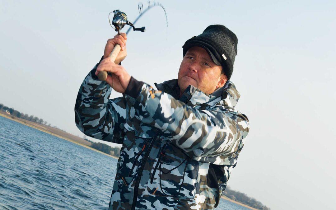 Kim Christoffersen gør det godt og fanger mange flotte fisk. Men han arbejder også seriøst for de velfortjente fisk.